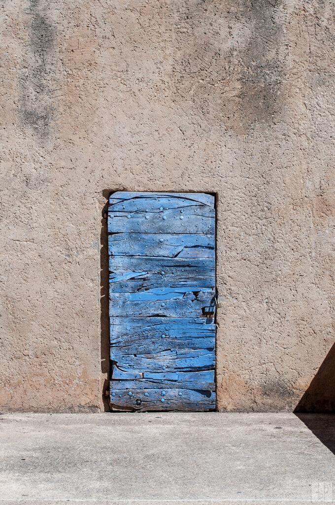 Porte bleue en bois